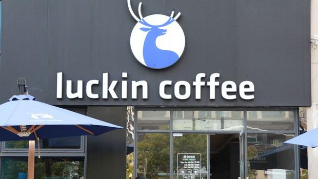 Thổi phồng doanh thu, kỳ lân cà phê Trung Quốc nhận án phạt 180 triệu USD  - Ảnh 1.