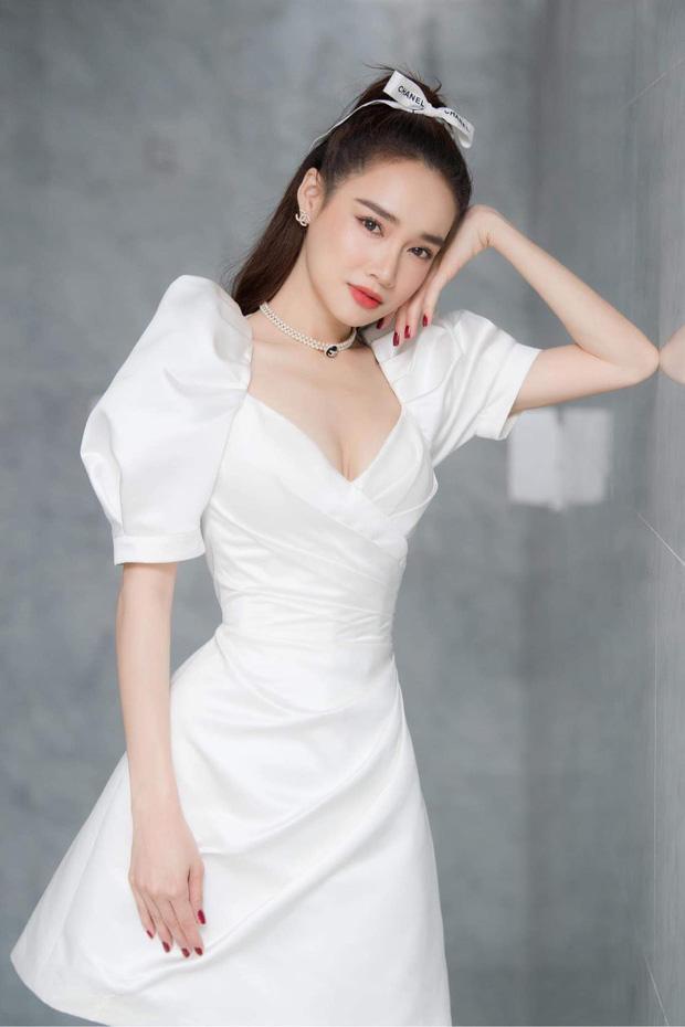 Chuộng mốt này, bà bầu Bảo Thanh và mẹ bỉm sữa Nhã Phương xinh đẹp bội phần - Ảnh 12.