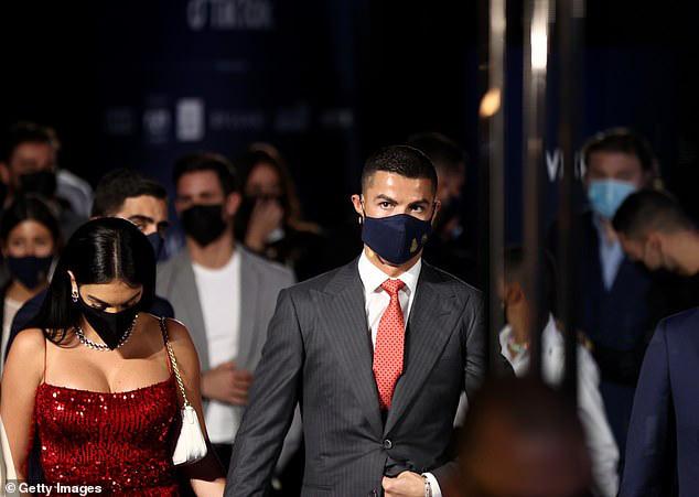 Ronaldo giành giải thưởng cầu thủ xuất sắc nhất thế kỷ - Ảnh 1.