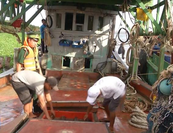 Hoán đổi tàu cá, trang bị radar... để buôn lậu xăng dầu trên biển - Ảnh 1.
