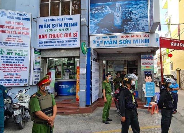 Hàng trăm công an khám xét 3 nhà thuốc tây lớn ở Biên Hòa - ảnh 1