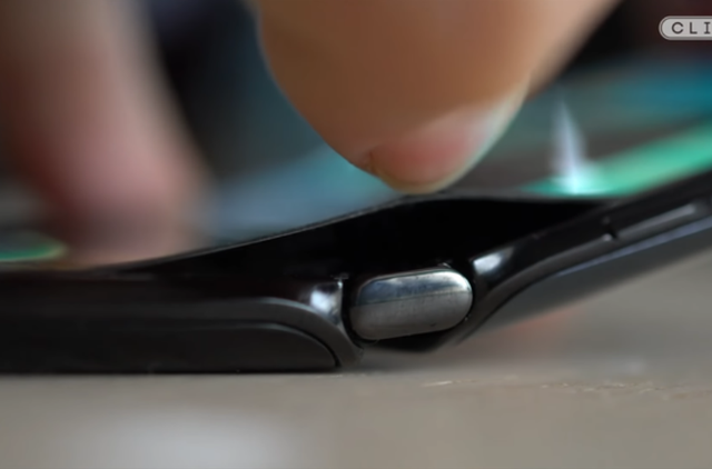 Moto RAZR dính lỗi màn hình hàng loạt sau chỉ 1 ngày mở bán - Ảnh 5.
