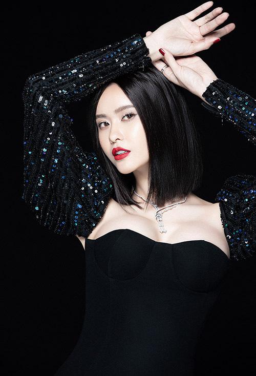 Trương Quỳnh Anh làm mới bản thân với hình ảnh gợi cảm - Ảnh 4.