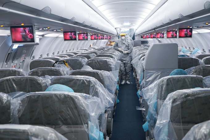 Inside the special VNA flight to Wuhan to bring Vietnamese citizens home. (Photo: Vietnam Airlines)