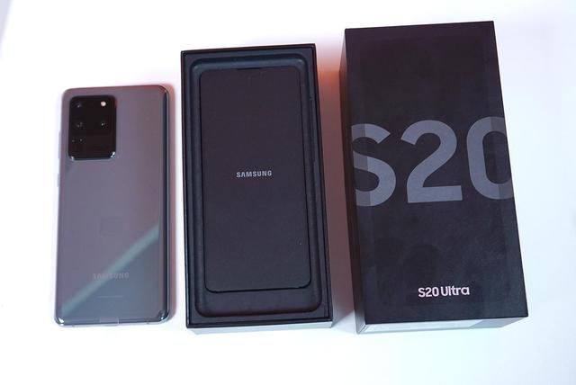Mở hộp Galaxy S20 Ultra chính hãng giá gần 30 triệu đồng - ảnh 1