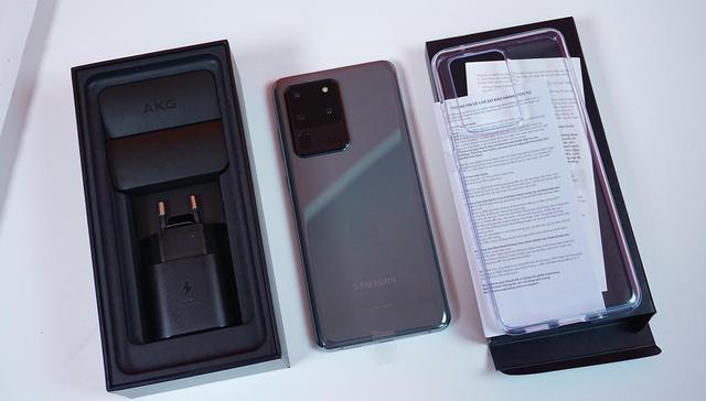 Mở hộp Galaxy S20 Ultra chính hãng giá gần 30 triệu đồng - ảnh 2