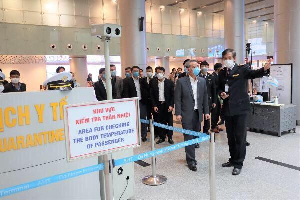 Da Nang leaders inspect the prevention and control of nCoV spread at Da Nang International Airport. (Photo: Da Nang Centre for Disease Control).