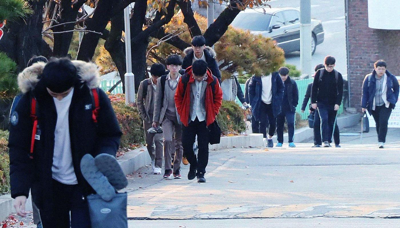 Hàn Quốc - Xã hội quá quan trọng học vấn và hệ lụy - Ảnh 15.
