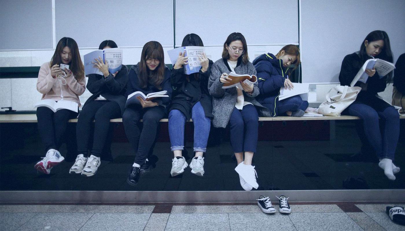 Hàn Quốc - Xã hội quá quan trọng học vấn và hệ lụy - Ảnh 18.