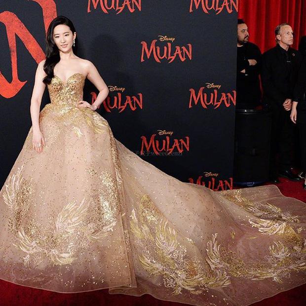 """Lưu Diệc Phi lộng lẫy hóa công chúa trong buổi công chiếu """"Hoa Mộc Lan"""" - Ảnh 2."""