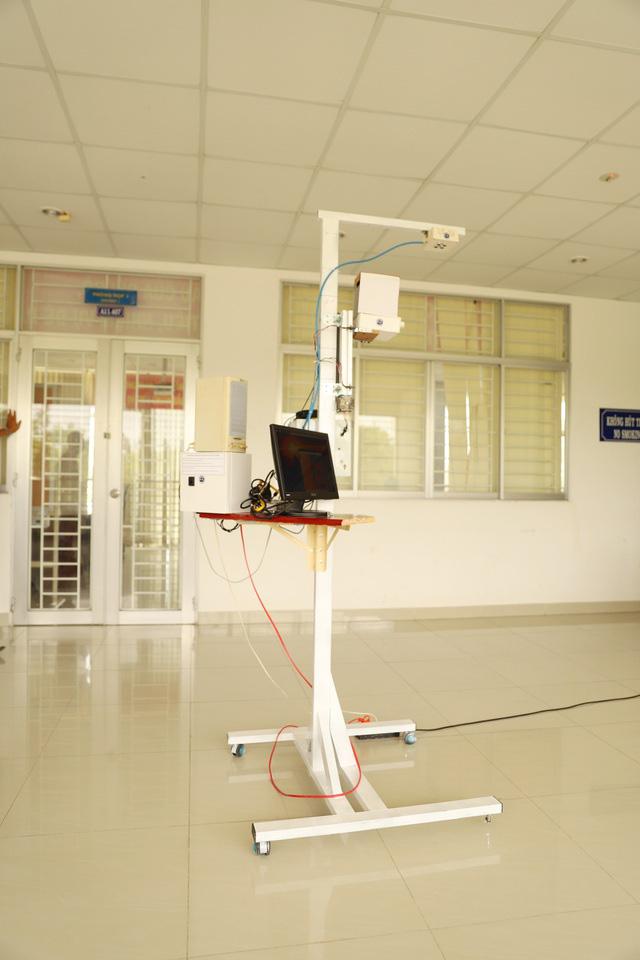 Trường ĐH Trà Vinh chế tạo thiết bị đo thân nhiệt tự động từ xa - ảnh 1
