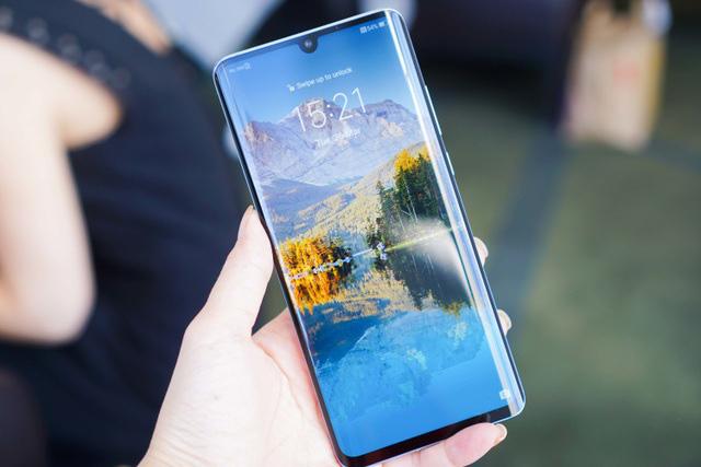 Những smartphone cao cấp và cận cao cấp giảm giá tiền triệu - Ảnh 1.