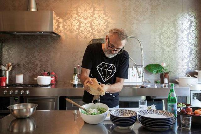 Đầu bếp, giáo viên, DJ thành hiện tượng Internet nhờ COVID-19 - Ảnh 2.