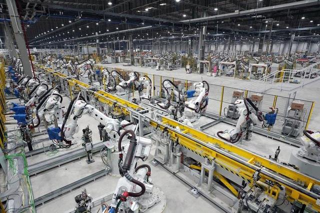 """Nhiều nhà máy ô tô vẫn dừng sản xuất dù không thuộc """"vùng nguy cơ cao"""" - Ảnh 2."""