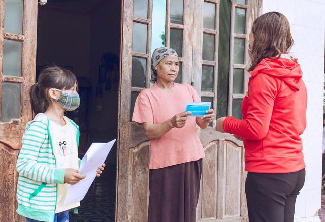Thầy cô giáo vượt khó khăn tới tận thôn buôn giao bài tập cho học sinh - Ảnh 5.