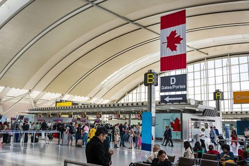 Người Việt tại Canada cần thận trọng với chuyến bay chưa được cấp phép - Ảnh 1.