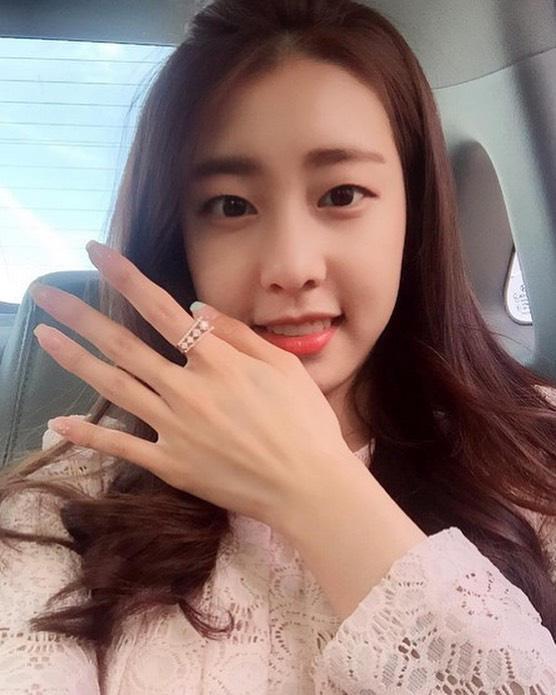 Vợ mới cưới của tài tử So Ji Sub sở hữu vẻ ngoài xinh đẹp và kiều diễm - Ảnh 6.