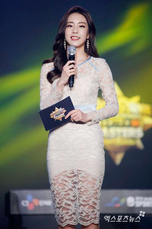 Vợ mới cưới của tài tử So Ji Sub sở hữu vẻ ngoài xinh đẹp và kiều diễm - Ảnh 8.