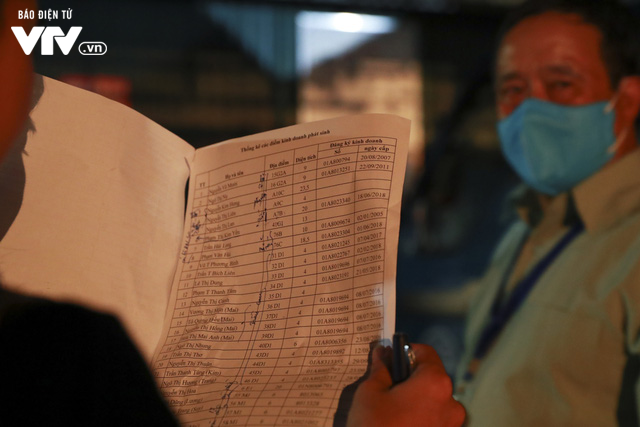 Chợ Long Biên: Tiểu thương phải chi hàng tỷ đồng mua kiot ma vị trí đẹp - Ảnh 1.