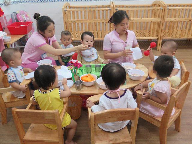 Đi học trở lại, cơ sở mầm non ở TP.HCM tạm thời không tổ chức ăn sáng - Ảnh 1.