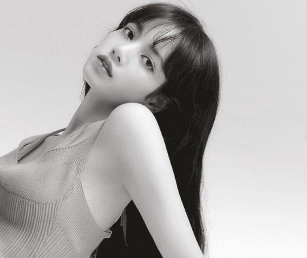 Lisa (BLACKPINK) đẹp hút hồn trên bìa tạp chí Allure - Ảnh 2.