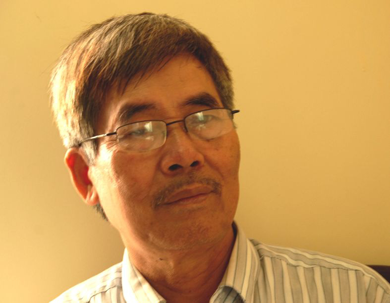 Writer Ha Dinh Can