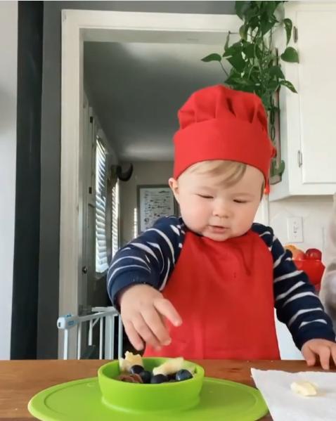 Đầu bếp 1 tuổi trở thành ngôi sao trên Instagram - Ảnh 1.