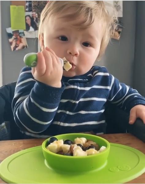 Đầu bếp 1 tuổi trở thành ngôi sao trên Instagram - Ảnh 2.