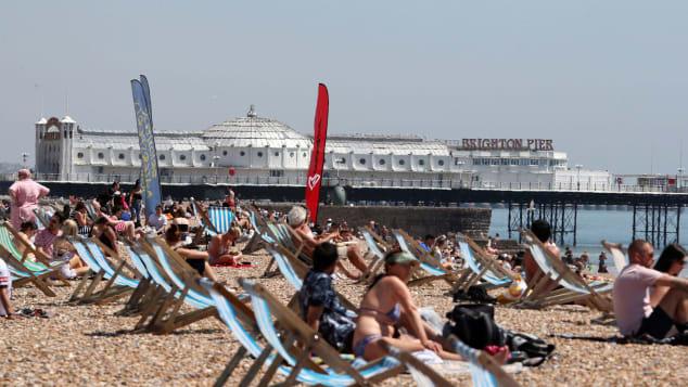 """Các bãi biển châu Âu """"vỡ trận"""" do nhiệt độ tăng cao - ảnh 3"""