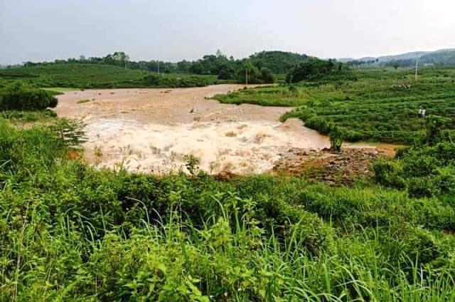Vỡ đập chứa nước ở Phú Thọ, di dời khẩn cấp các hộ dân - Ảnh 3.