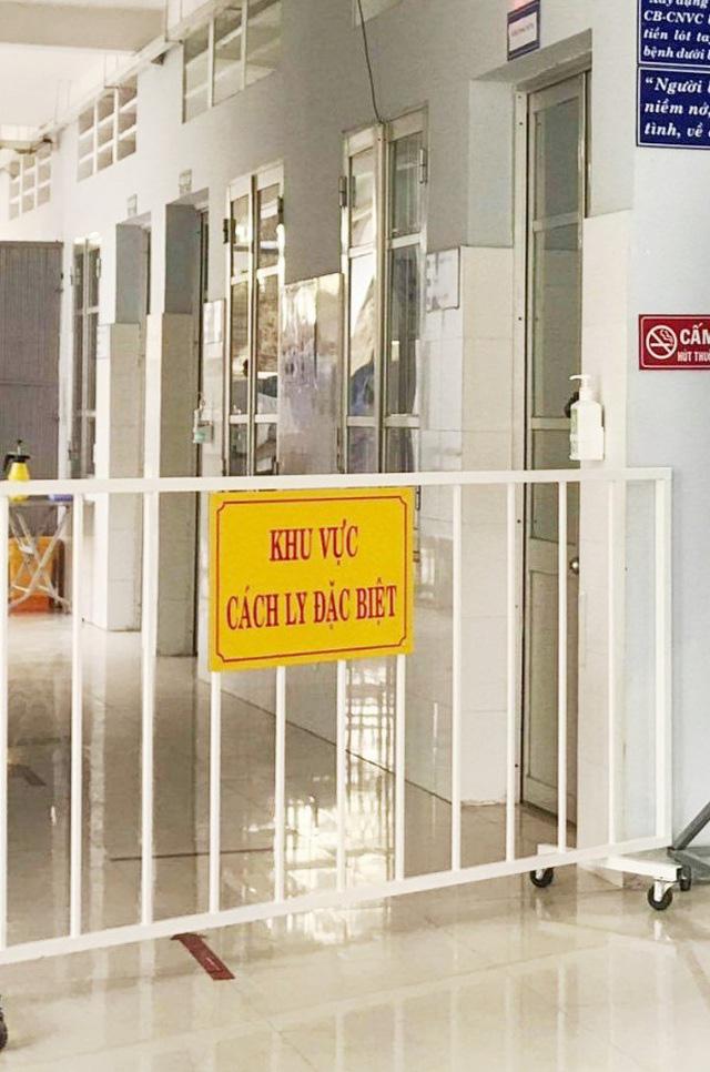 Kỷ luật 3 cán bộ công an trong vụ bán hàng rong cho bệnh nhân COVID-19 - Ảnh 1.