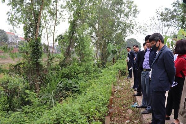 Hà Nội ban bố tình trạng khẩn cấp vì sạt lở ở 3 huyện ngoại thành - Ảnh 1.