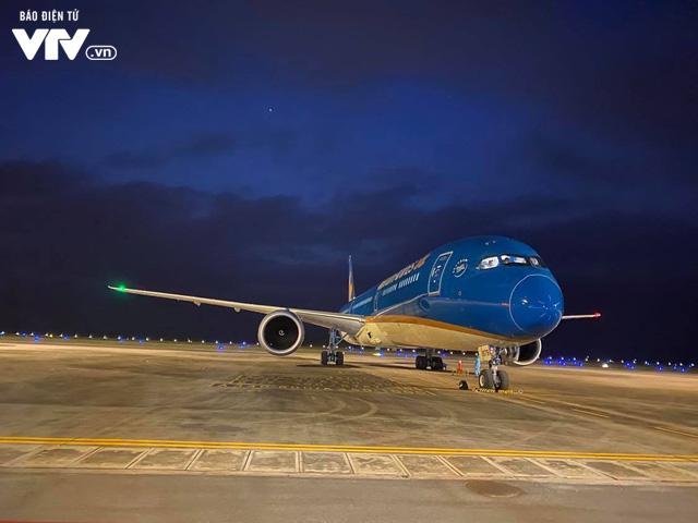 Đón hơn 340 công dân từ Hoa Kỳ hạ cánh xuống sân bay Vân Đồn an toàn - Ảnh 5.