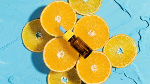 Cách phát huy tối đa hiệu quả của vitamin C đối với làn da - Ảnh 2.