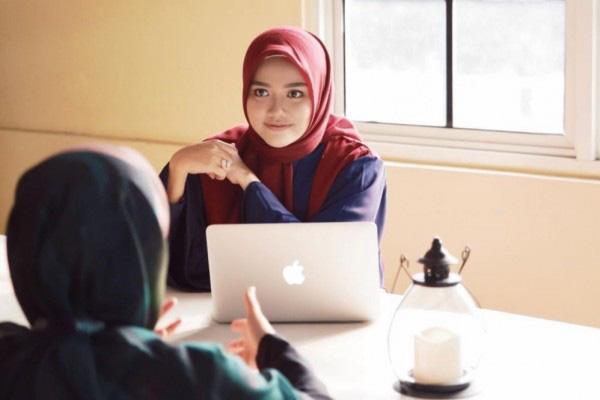 Phụ nữ trẻ Indonesia khởi nghiệp thành công với thời trang Hồi giáo - Ảnh 1.
