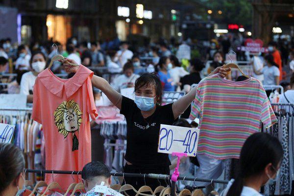 Hàng rong: Phao cứu sinh bất đắc dĩ của kinh tế Trung Quốc - Ảnh 2.