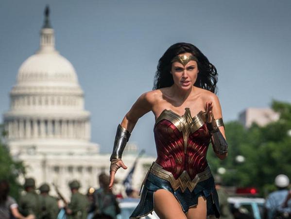 Wonder Woman 1984 tiếp tục rời lịch chiếu do dịch COVID-19 - Ảnh 1.