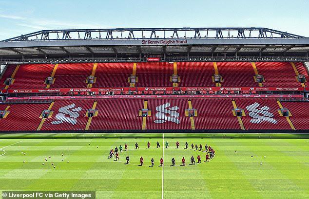 Cả đội Liverpool quỳ gối trong buổi tập đầu tiên - Ảnh 4.