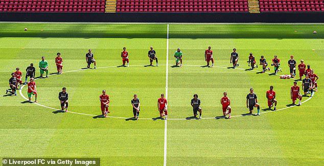Cả đội Liverpool quỳ gối trong buổi tập đầu tiên - Ảnh 2.