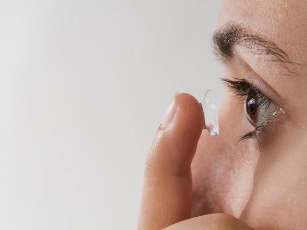 Tất tần tật về tác hại khó lường khi sử dụng kính áp tròng - Ảnh 1.