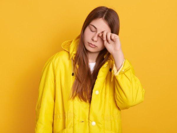 Tất tần tật về tác hại khó lường khi sử dụng kính áp tròng - Ảnh 2.