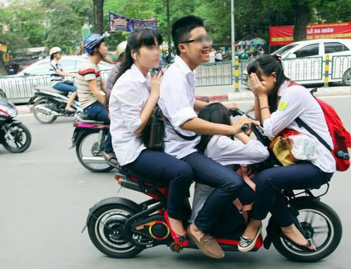 Học sinh đi xe đạp điện, xe máy điện sẽ phải học để lấy giấy phép A0 - Ảnh 1.