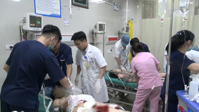 Đang khẩn trương cấp cứu nạn nhân vụ thảm sát ở Phú Thọ - Ảnh 1.