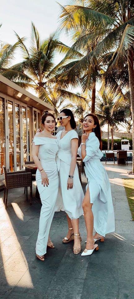 Lã Thanh Huyền, Vân Hugo và Quỳnh Nga khoe ảnh bikini nóng bỏng - Ảnh 5.