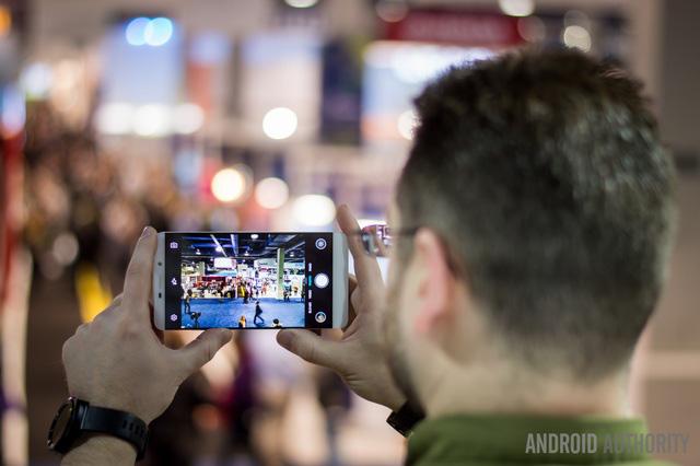 Hụt hơi trước smartphone, Olympus rút khỏi thị trường máy ảnh - Ảnh 2.