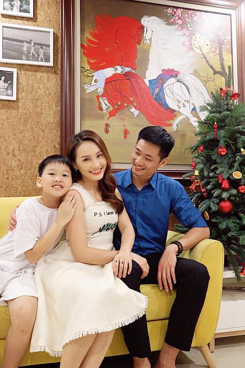 Ngày Gia đình Việt Nam, ngắm khoảnh khắc hạnh phúc bên gia đình của các diễn viên - Ảnh 6.