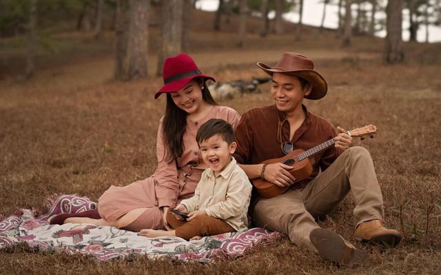 Ngày Gia đình Việt Nam, ngắm khoảnh khắc hạnh phúc bên gia đình của các diễn viên - Ảnh 14.