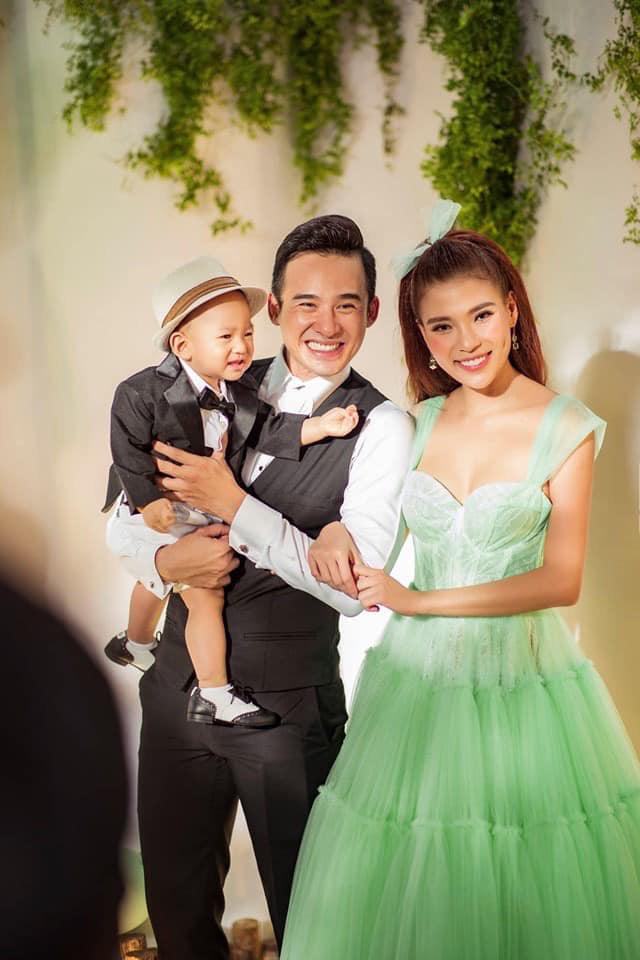 Ngày Gia đình Việt Nam, ngắm khoảnh khắc hạnh phúc bên gia đình của các diễn viên - Ảnh 15.