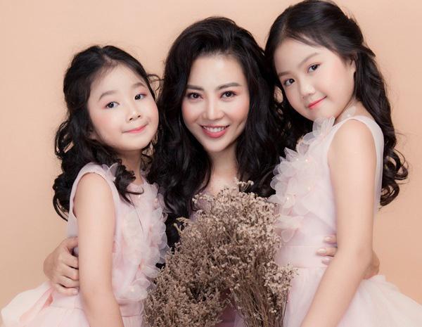 Ngày Gia đình Việt Nam, ngắm khoảnh khắc hạnh phúc bên gia đình của các diễn viên - Ảnh 9.