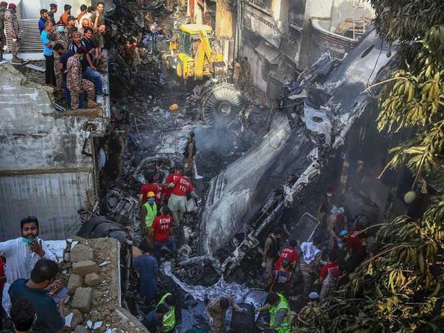 Bê bối bằng phi công giả, Pakistan sa thải 5 quan chức - Ảnh 1.